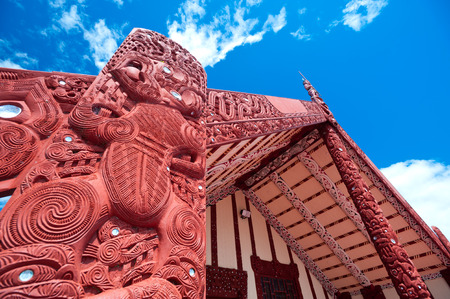 This image shows a maori marae (meeting house and meeting ground) Stok Fotoğraf
