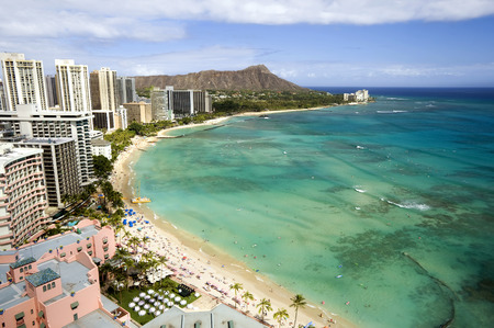 This image shows Waikiki beach and diamond head crater on Oahu, Hawaii