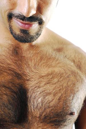 sin camisa: Esta imagen muestra a un hombre hispano muscular con una sonrisa maliciosa.