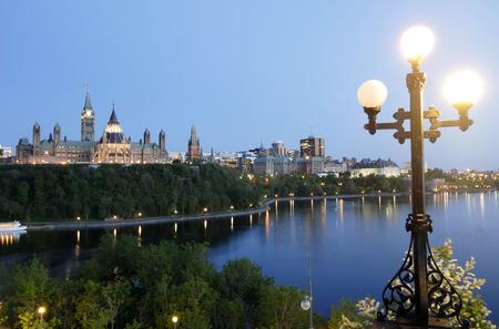 この画像は、夜行性の議会丘カナダを示します。 写真素材 - 40258193