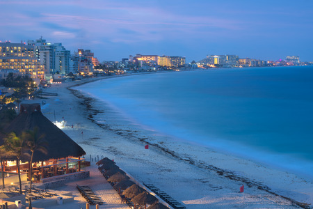 This image shows the scenery of Cancun at night, Mexico Stok Fotoğraf