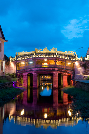 ponte giapponese: Questa immagine mostra il Ponte giapponese nel centro storico, Hoi An, Vietnam Archivio Fotografico