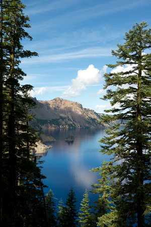 crater lake: This image shows Crater Lake, in  Oregon, USA