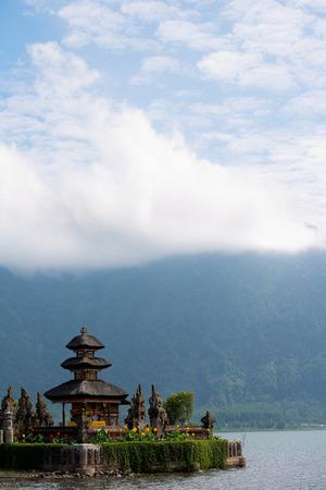 ulun: This image shows Ulun Danu Beratan temple in Bali, Indonesia