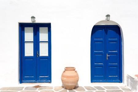 greek pot: This image shows a Greek Architectural Detail in Mykonos, Greece. Archivio Fotografico