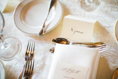 Grooms Tabellenkarte auf einer Hochzeit Standard-Bild