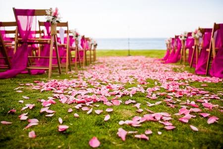 Hochzeit im Freien Gang in ein Ziel Hochzeit Standard-Bild - 40983470