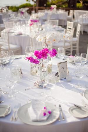 屋外イベントのテーブルのセットアップ 写真素材