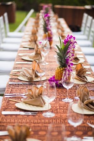 テーブルと椅子は熱帯の場所の屋外イベントで 写真素材