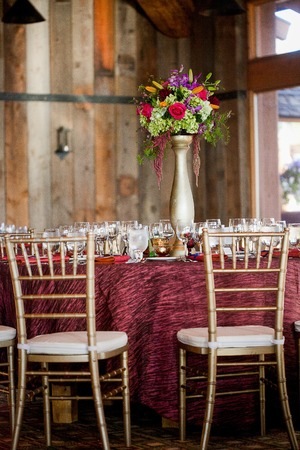 amaranthus: Centerpieces made of Roses, Asparagus fern, Delphinium, Asiatic lilies, Wax flower, Amaranthus, and Springeri at a wedding reception Stock Photo
