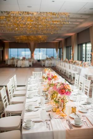 エレガントな結婚披露宴のテーブル装飾とセンター ピース 写真素材