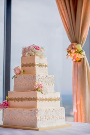 Elegante Hochzeitstorte Standard-Bild - 44988262