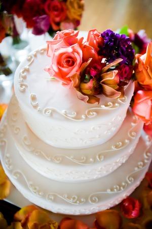 party pastries: Elegant Wedding Cake