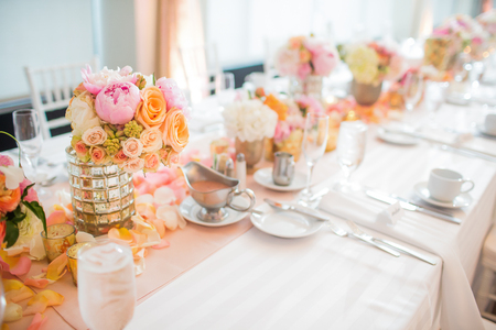 Elegante recepción de boda decoración de mesa y centros de mesa