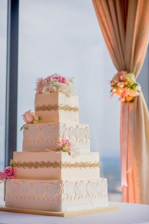 Elegante Hochzeitstorte Standard-Bild - 45060041