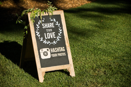 結婚式: ソーシャル メディアの結婚式