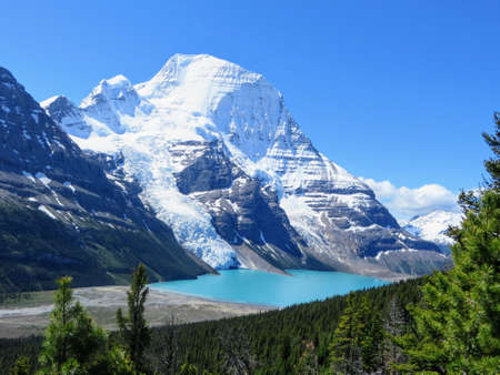 Admiring the view of Berg Lake and Mount Robson Glacier