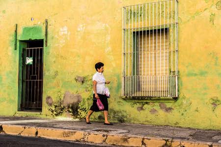 San salvador, el salvador. Enero de 2018. Vista de una típica escena callejera en Santa Ana, El Salvador. Editorial
