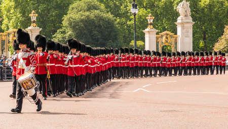 伦敦。2018年6月9日。在女王生日庆典上的阅兵仪式上的一些大型军乐队