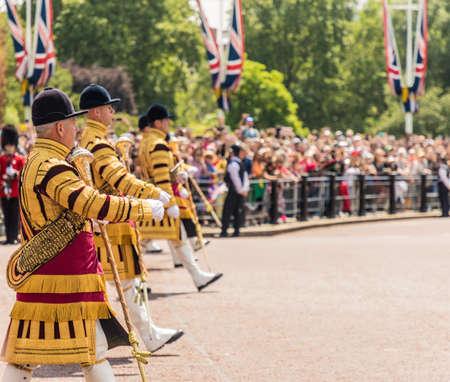 伦敦。2018年6月9日。一些大规模的乐队成员在皇后生生日庆祝的颜色的庆祝活动