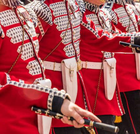 伦敦。2018年6月9日。在皇后生生日庆祝的一些鼓手的一些鼓手的看法颜色