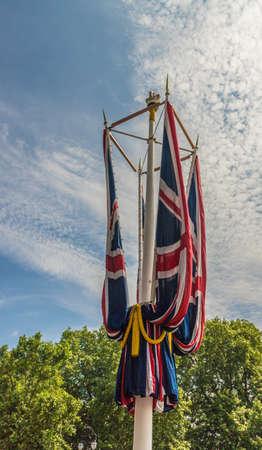 伦敦。2018年6月9日。女王生日庆典上的白金汉宫外的旗帜