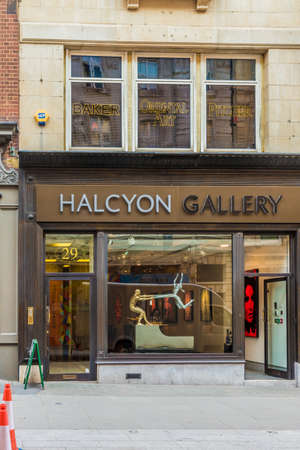 April 2019. London. A view of the Halcyon Gallery on Bond street in london Éditoriale