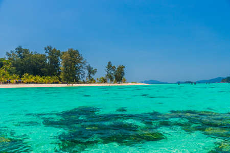 Widok na plażę w Koh Lipe w parku narodowym Ko tarutao w Tajlandii