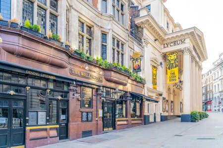 June 2020. London. Wellington pub and Wellington theatre in Covent Garden , London, Uk Europe 版權商用圖片