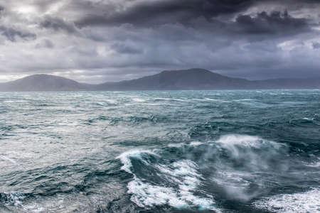mare agitato: Mare in tempesta nella Cook retta tra nord a sud della Nuova Zelanda Archivio Fotografico