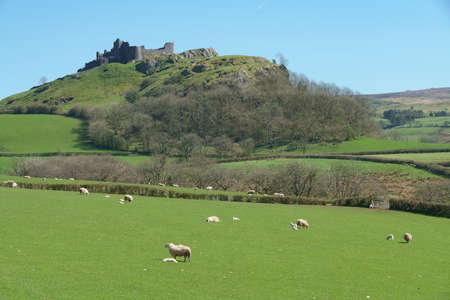 Ruins of Carreg Cennen Castle perched on a ridge near the village of Trap, in the Brecon Beacons National Park, South Wales. It was laid waste during the Wars of the Roses Banco de Imagens