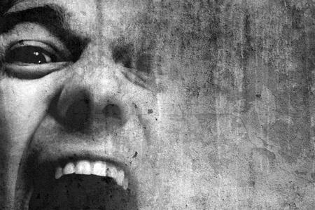 personne en colere: homme criant