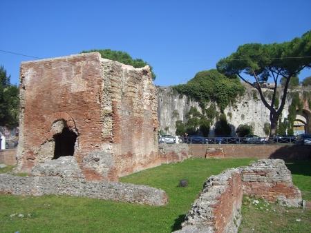 italien: famous italien city pisa in summer