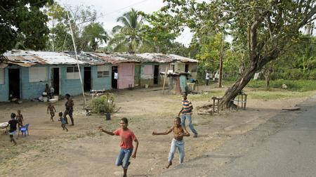 pobre niño growh en la pobreza, República Dominicana 2014
