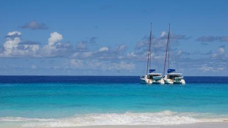 cielo y mar: nave en turquesa Oc�ano �ndico