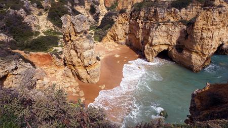 praia do evaristo an the algarve coast 版權商用圖片
