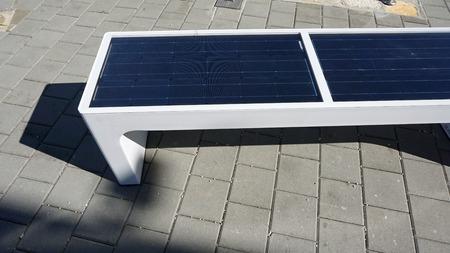 NErgie solaire alternative chauffant un banc solaire Banque d'images - 90748814