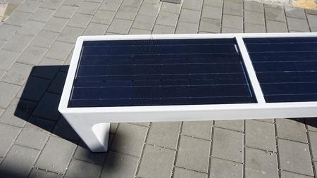alternative sun power heating a solar bench Banque d'images - 90822947