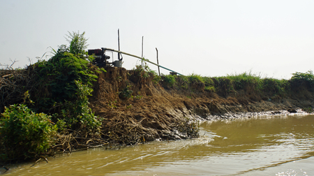 poor fishervillage on the tnle sap river in cambodia Фото со стока