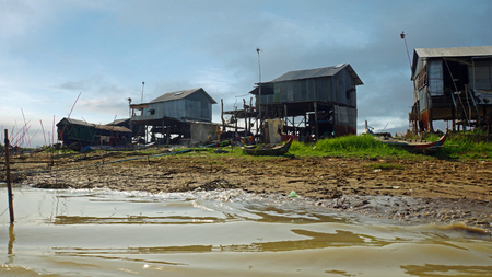 Poor fisher village on the tonle sap river in Cambodia Banco de Imagens