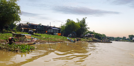 Poor fisher village on the tonle sap river in Cambodia Archivio Fotografico