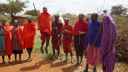 Kimana, Kenya, circa June 2018 - Traditional Masai Village Standard-Bild - 106402988