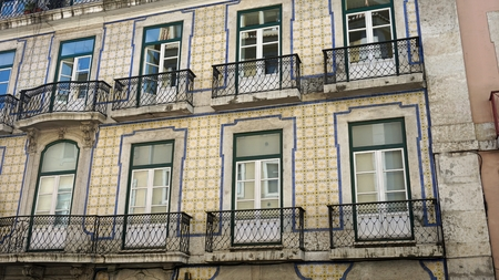 colorful old houses in the residencial area of lisbon Banque d'images