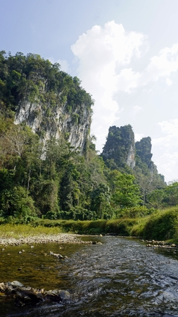 rafting in khao sok in thailand Standard-Bild - 120714463