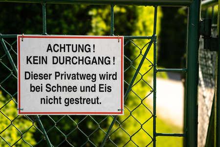Attention - no entry allowed - no winter services - Achtung - kein Durchgang - Eis und Schnee