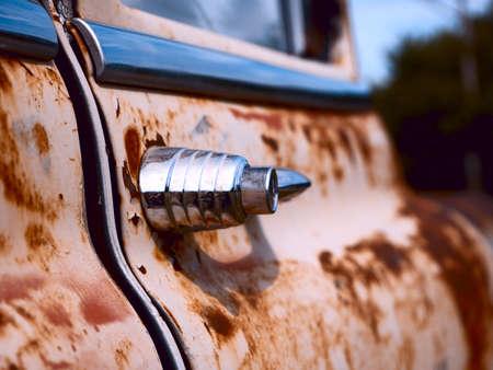 junk: Old rusty car