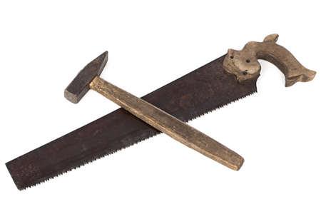 serrucho: Foto de serrucho y el martillo en el fondo blanco
