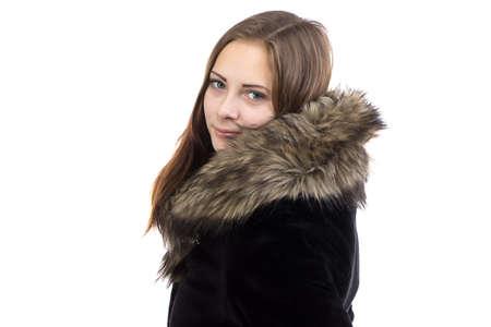 manteau de fourrure: Photo de la jolie femme dans le manteau de fourrure sur fond blanc