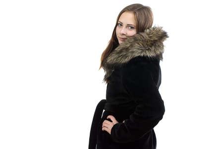manteau de fourrure: Image de la femme attrayante dans manteau de fourrure sur fond blanc