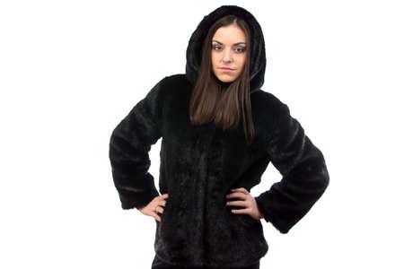 manteau de fourrure: Photo de femme en manteau de fourrure noire avec capuche sur fond blanc Banque d'images